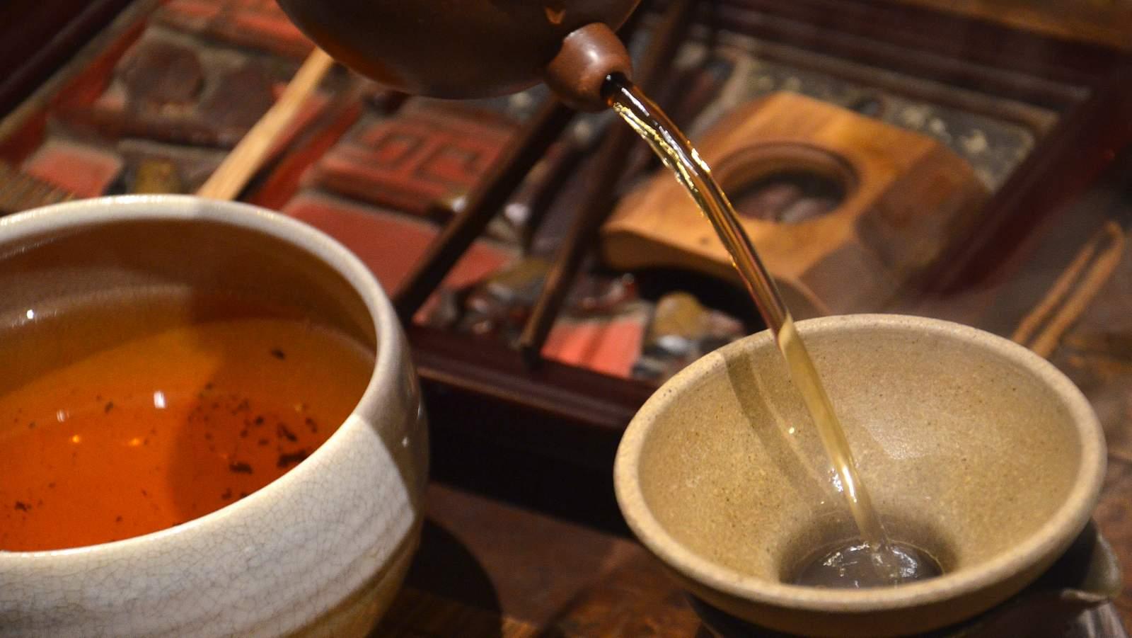 CNNP raw Pu-erh blend 7542, red label from 1996 of Menghai tea factory, more than ten rounds