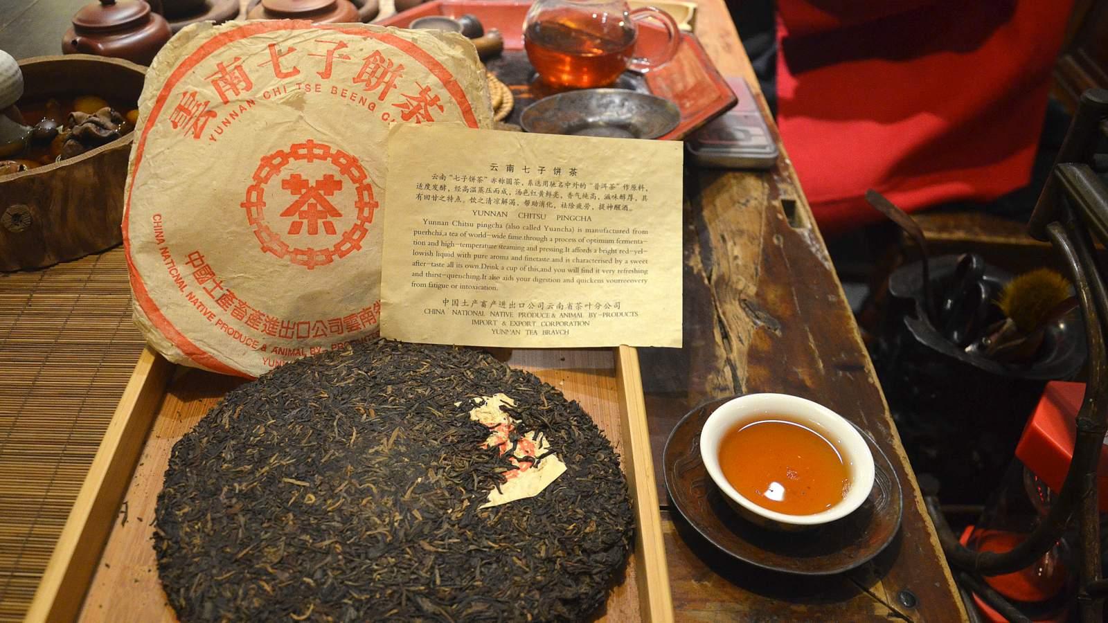 CNNP raw Pu-erh blend 7542, red label from 1996 of Menghai tea factory, wide (24).JPG