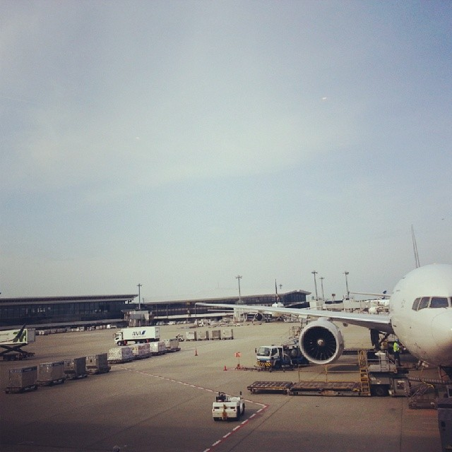 I took this photo a week ago at Narita. Because I am a tourist and I have never been to Narita before. /sarcasm