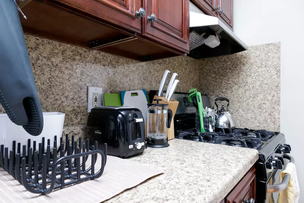 18 Kitchen with gas range.png