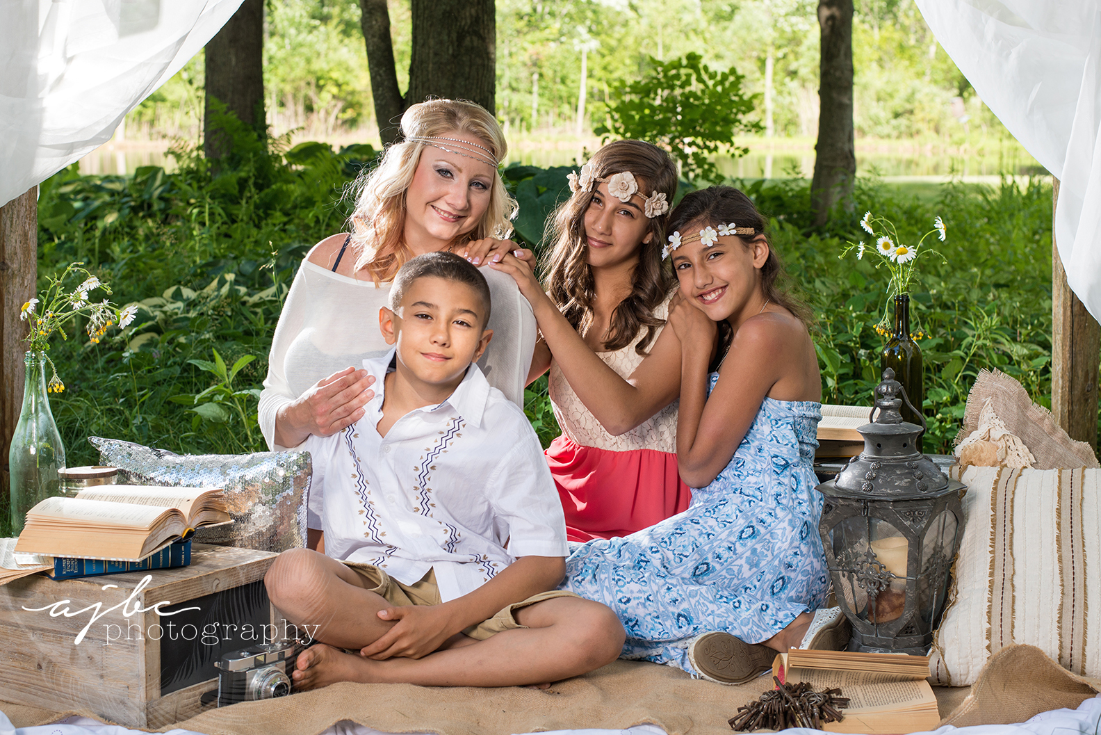 ajbcphotography-porthuron-michigan-family-photographer-outdoors-picnic-brother-sister-mother-portraits-love.jpg