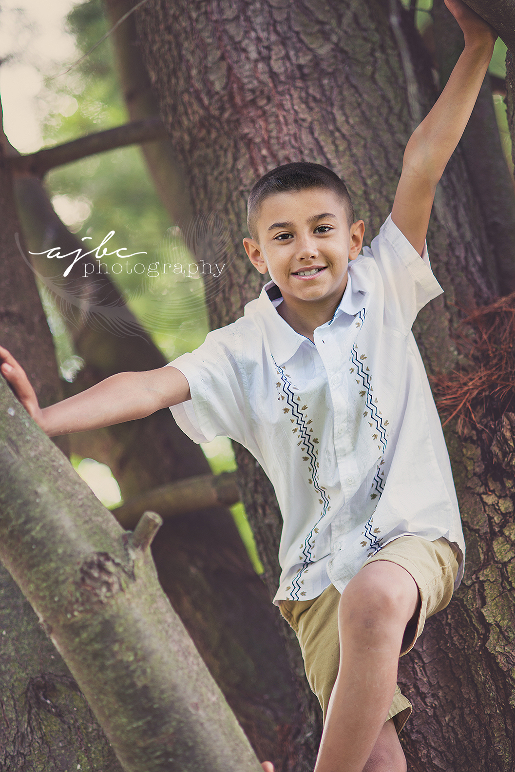 ajbcphotography-porthuron-michigan-family-photographer-outdoors-picnic-brother-sister-mother-portraits-child-photographer-family-fun-tree-photoshoot.jpg