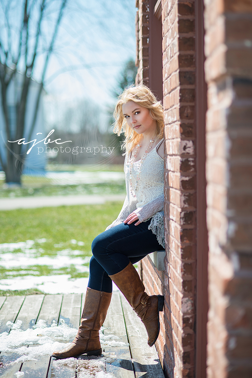 outdoor senior photoshoot.jpg