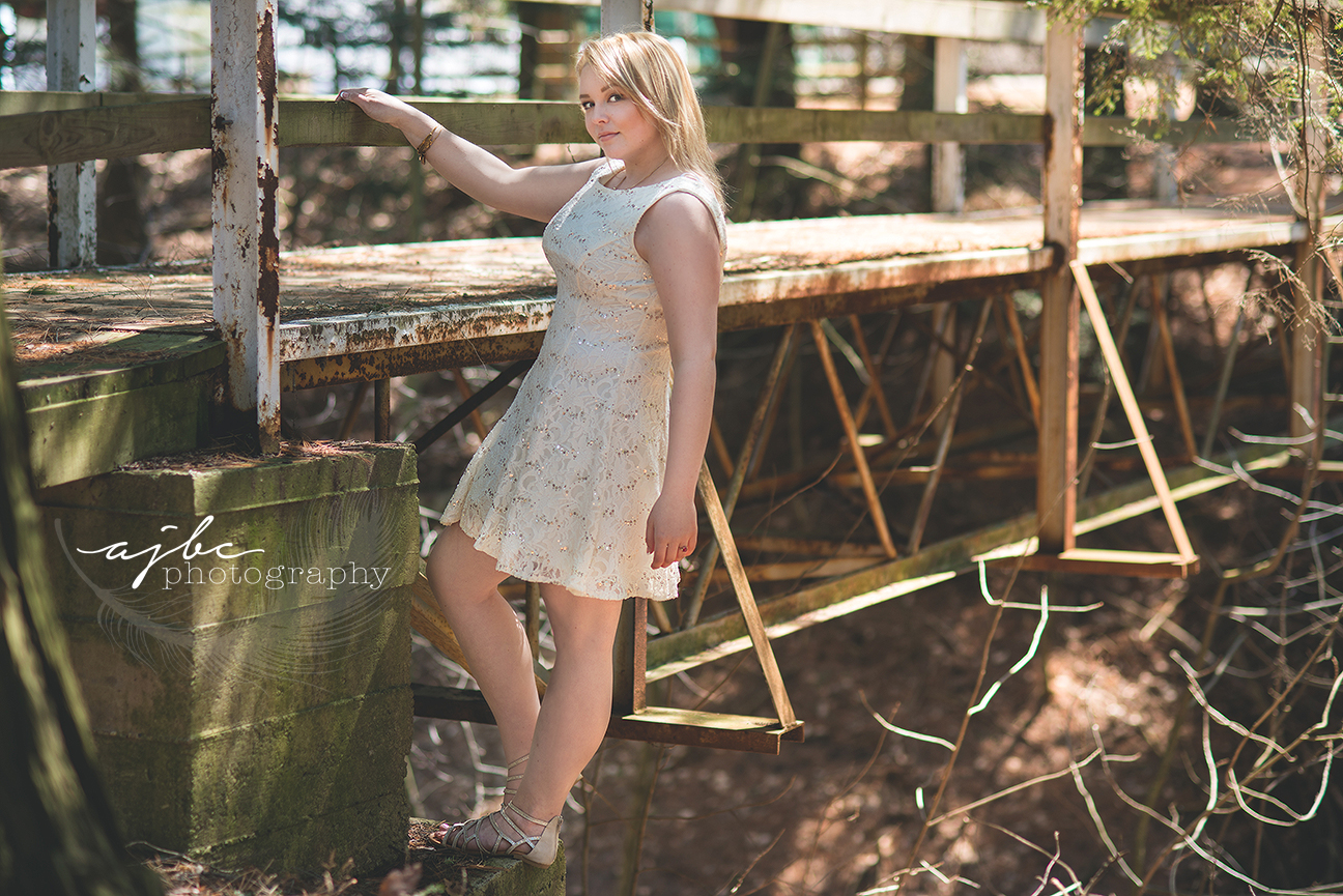 senior photoshoot at lexington michigan state park.jpg