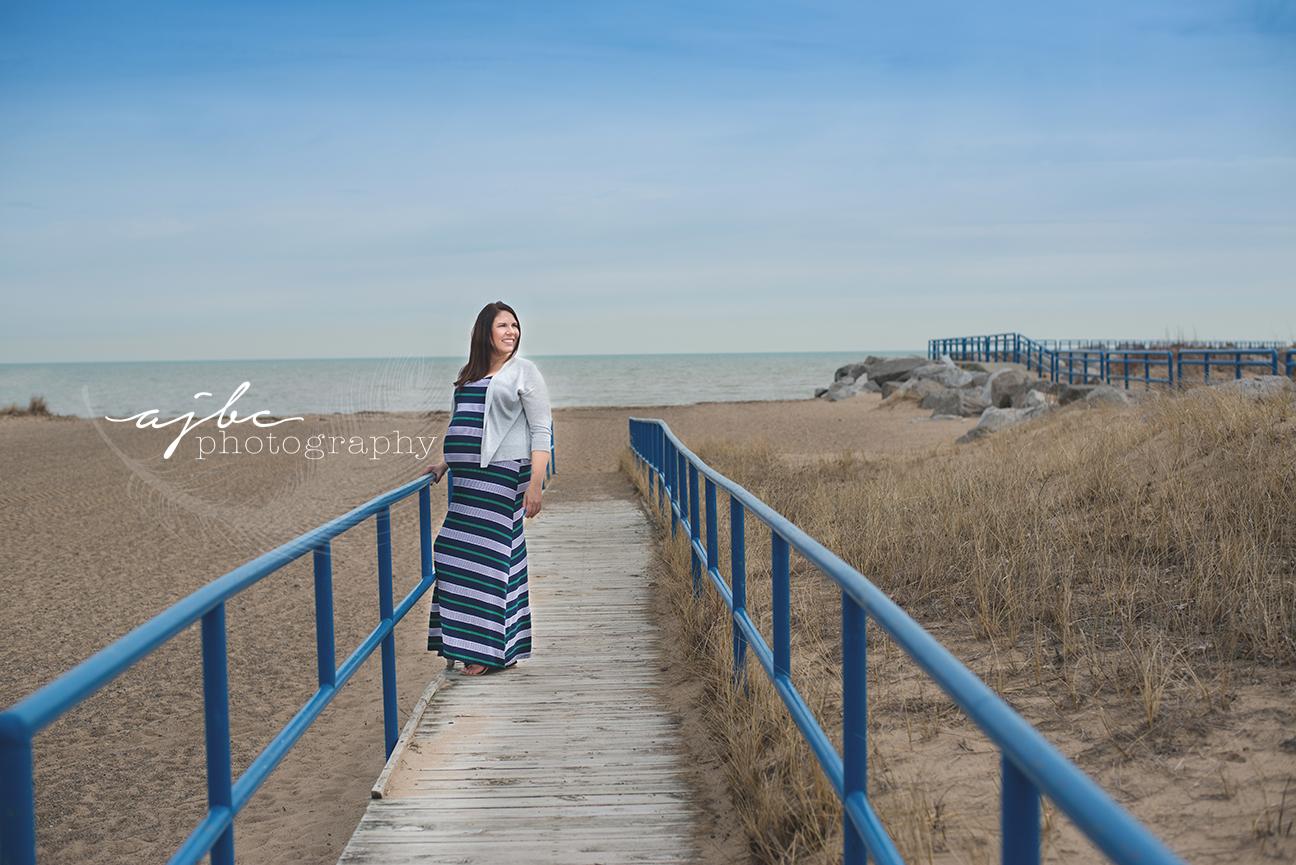 maternity photos on the beach.jpg