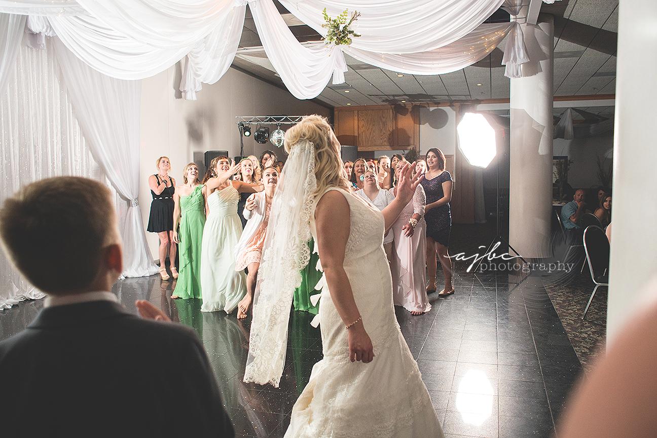 bouquet toss wedding photography.jpg