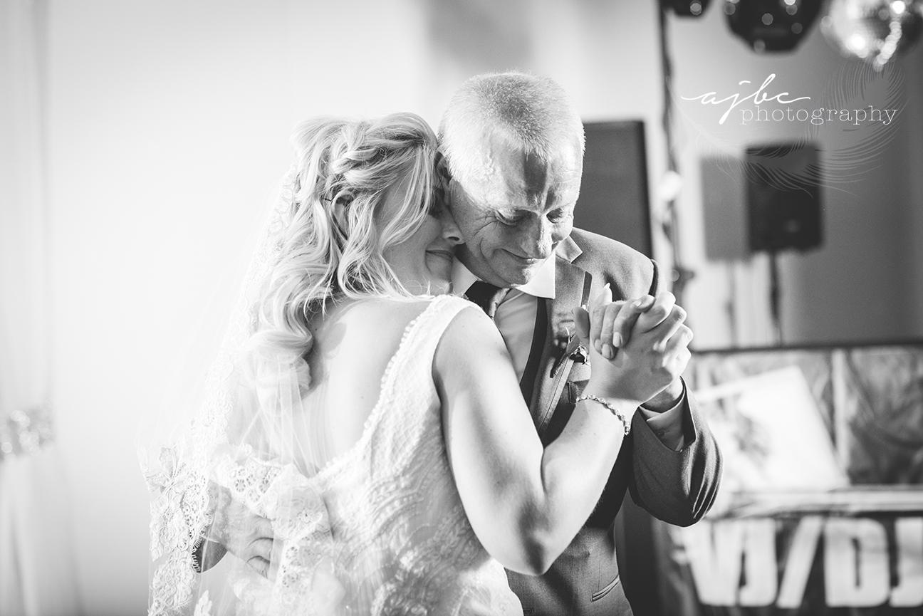 father daughter dance michigan wedding photographer.jpg