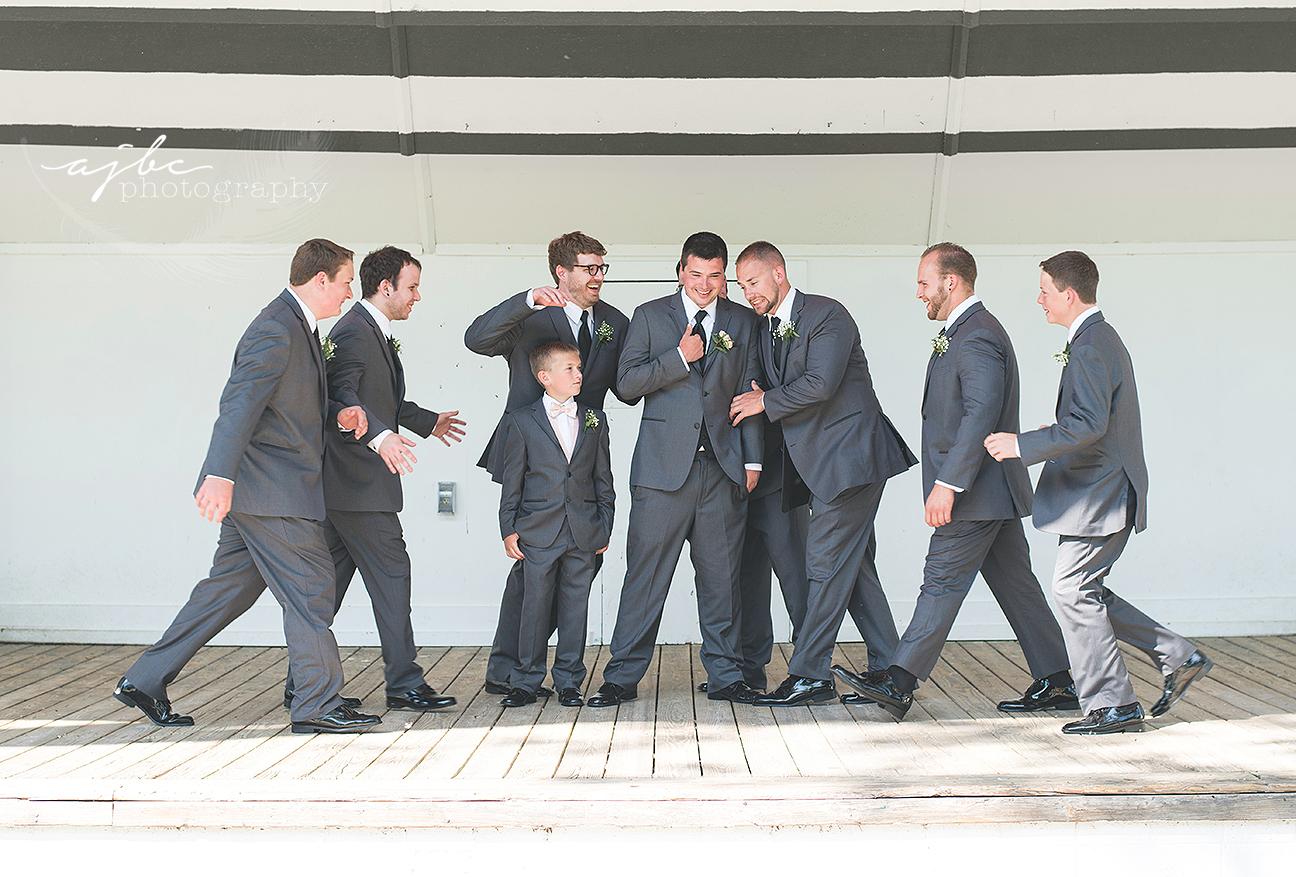 fun groomsmen photos michigan.jpg