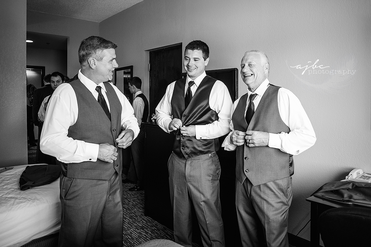 groomsmen getting ready photos.jpg