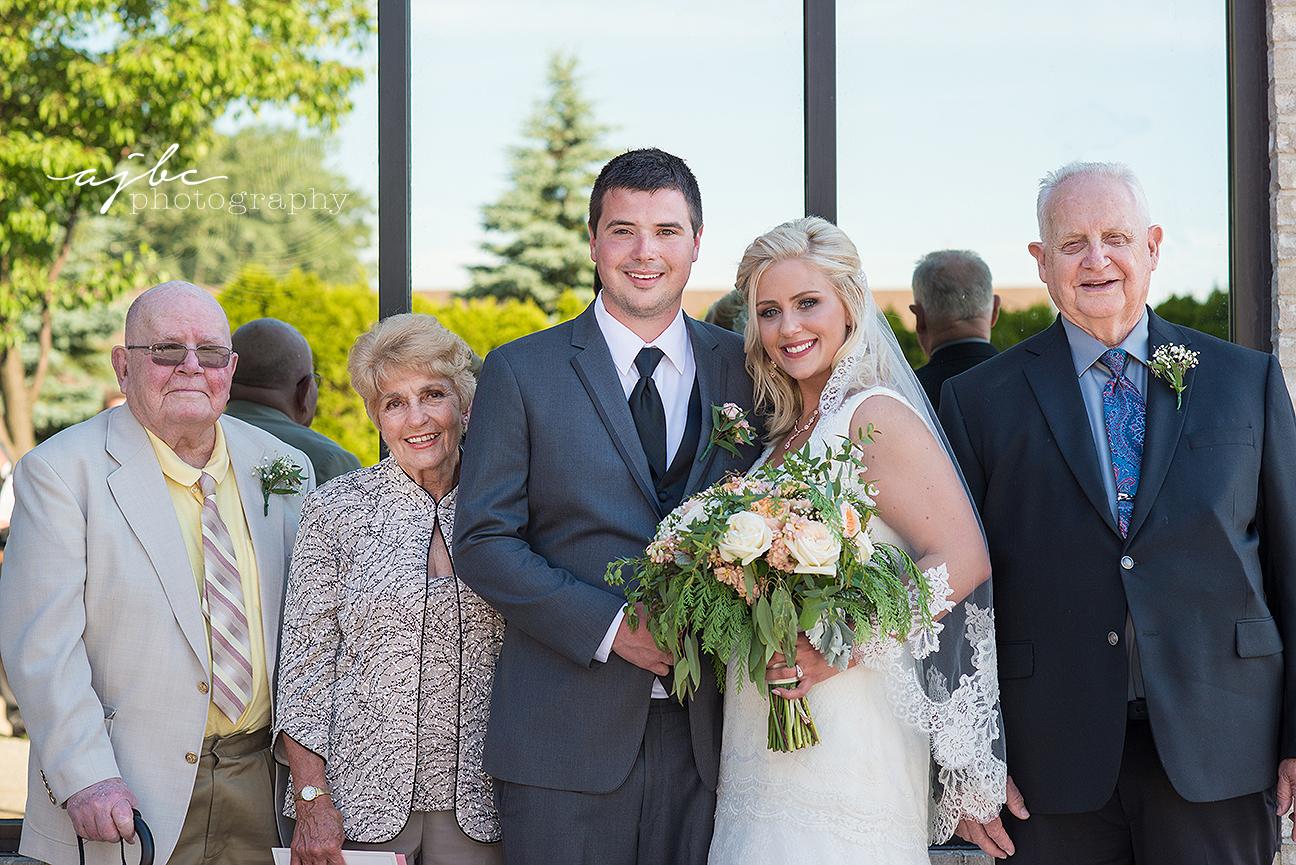 michigan wedding reception family photos.jpg