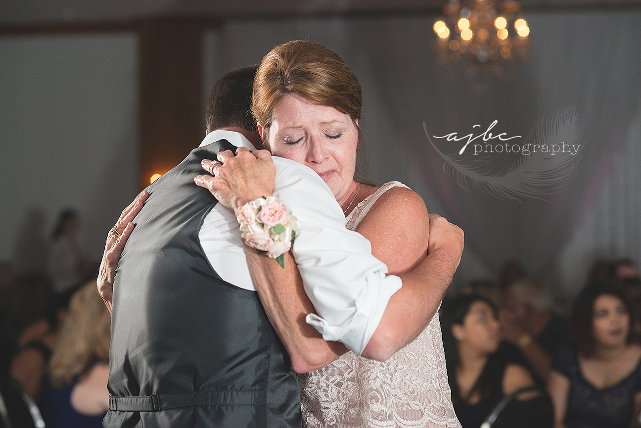 groom and mother dance wedding photography.jpg