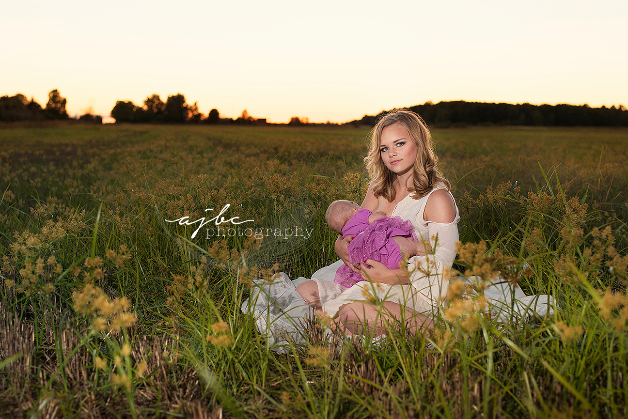outdoor family photoshoot mother daughter breastfeeding in field detroit michigan family photographer.jpg