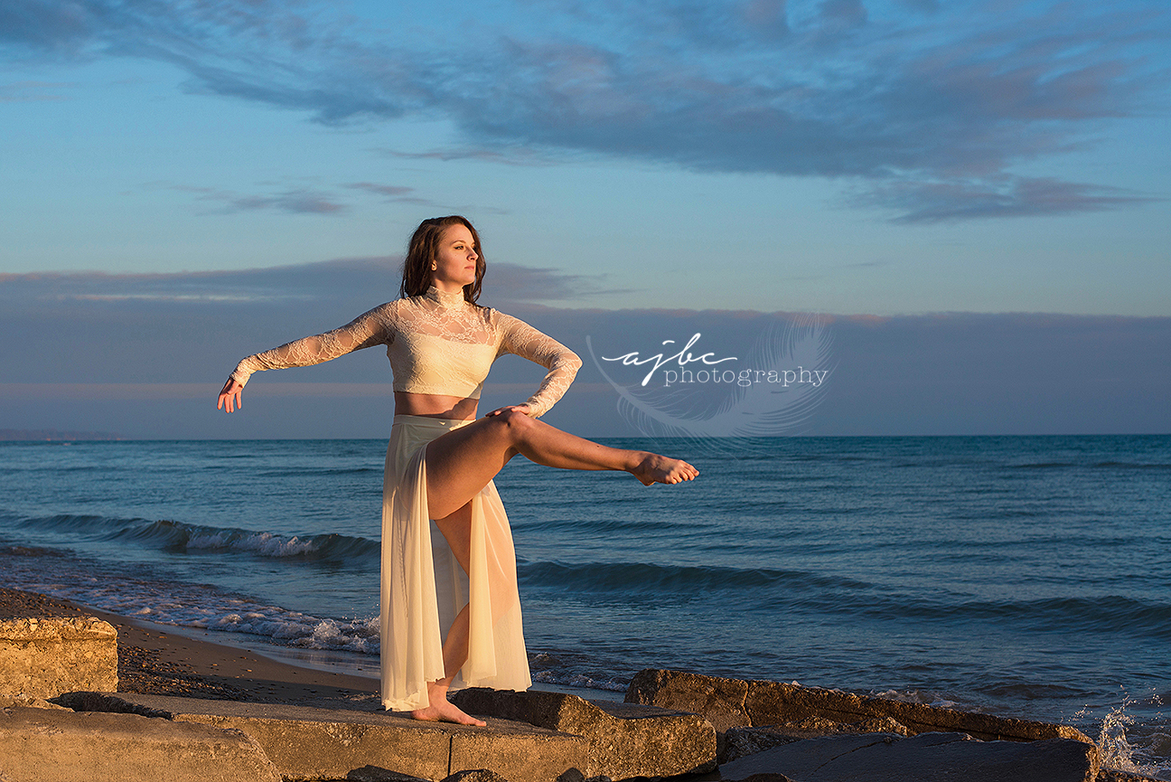 port huron michigan ballet dancer photographer professional dancer photoshoot pointe dance photoshoot at sunrise.jpg