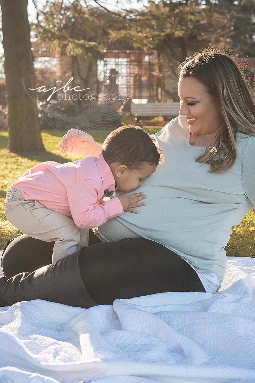 sarnia ontario maternity photographer.jpg