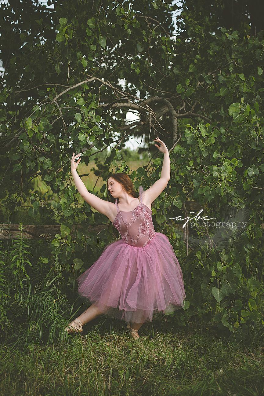 outdoor whimsical dance senior photoshoot.jpg