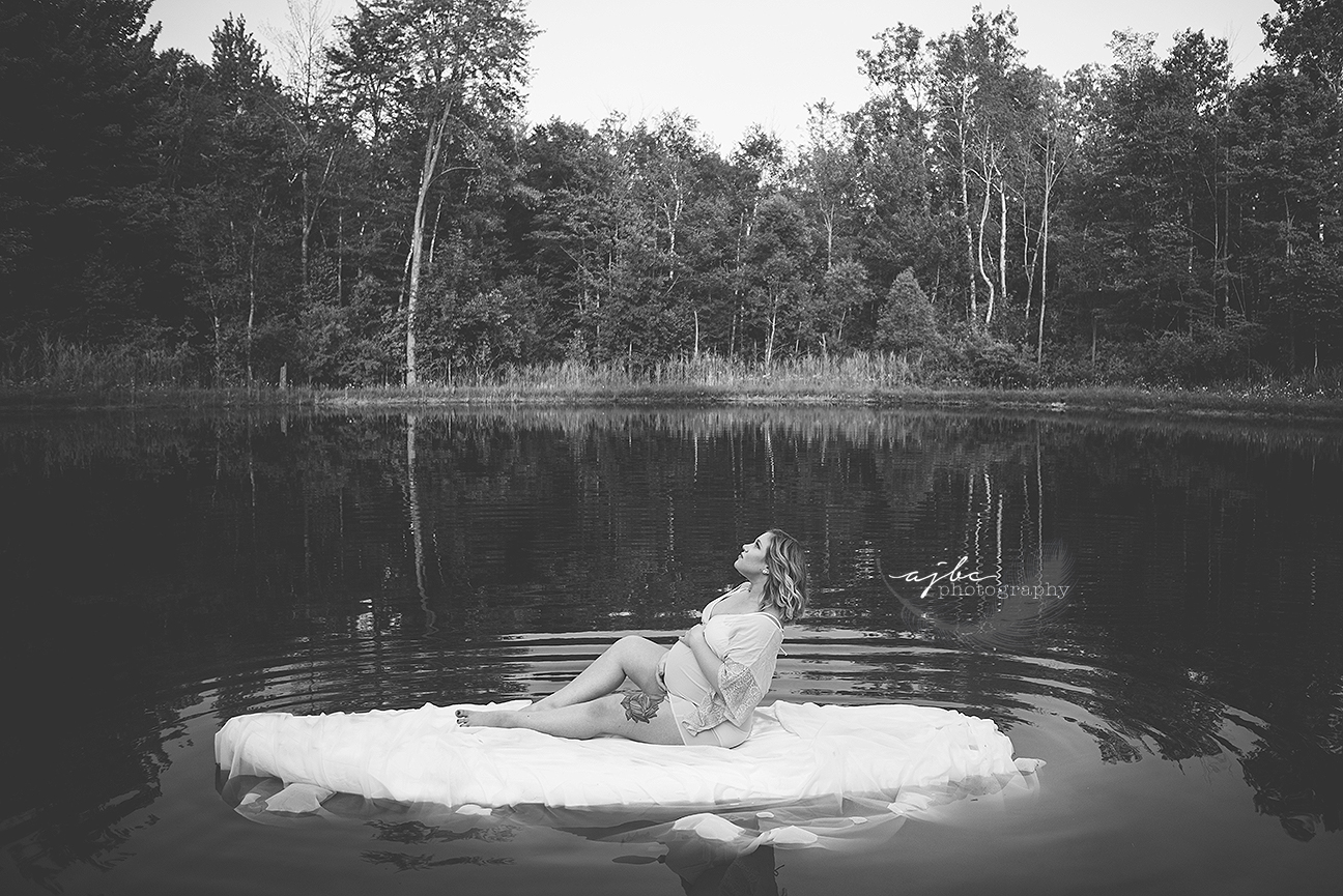 maternity shoot in pond on paddle board.jpg