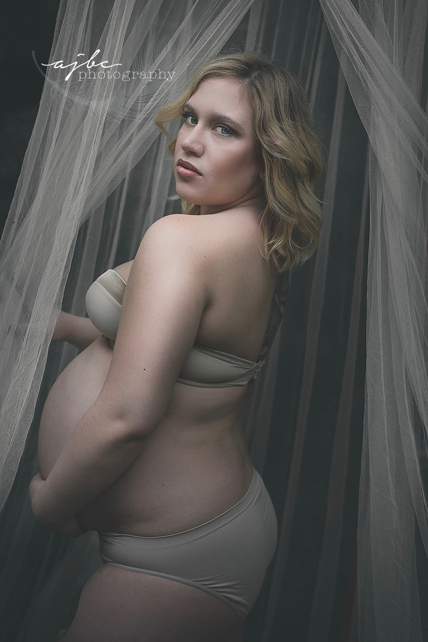nude maternity photoshoot.jpg