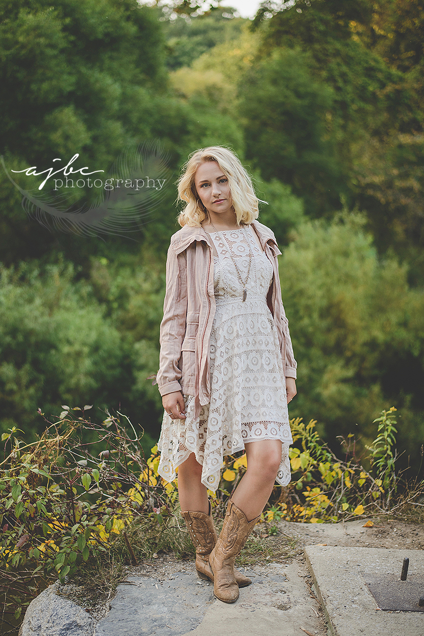 port huron michigan photographer outdoor fall photoshoot fall fashion fall colors cowgirl boots .jpg