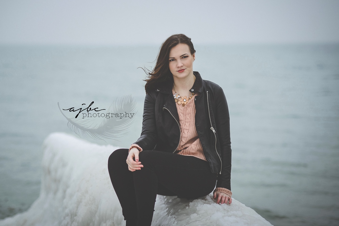 senior portraits on the lake.jpg