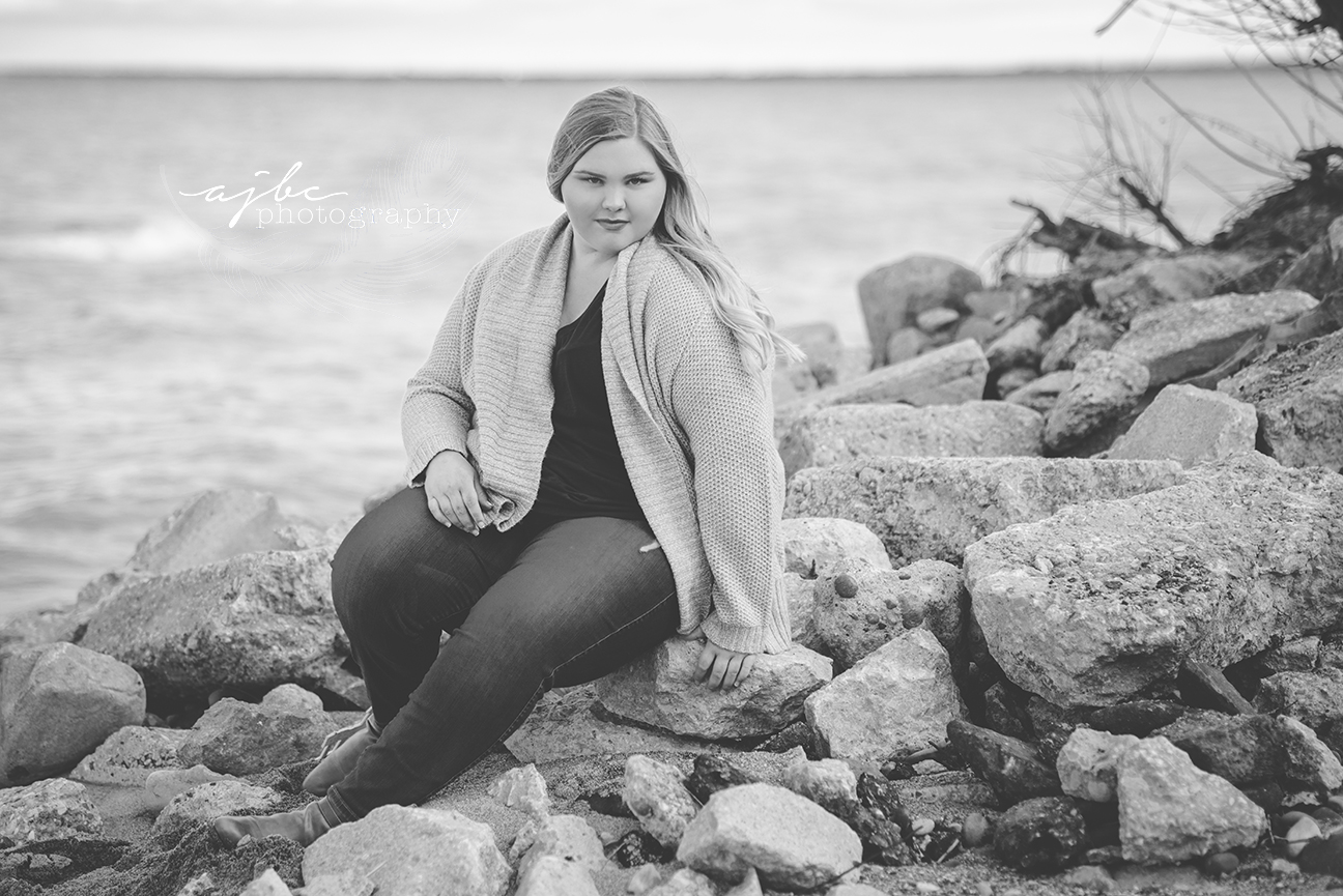 senior portraits on lake hurob.jpg