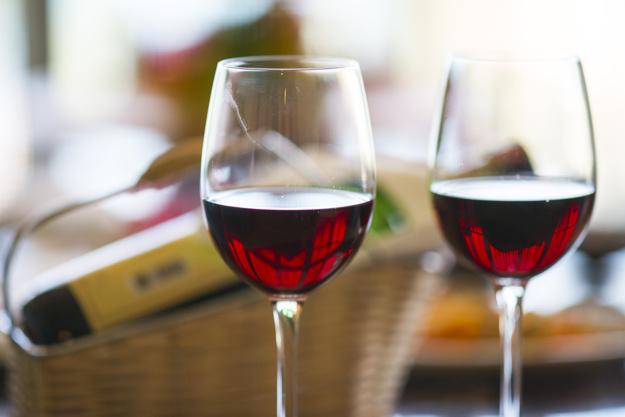 romance-wine-hotel-honeymoon-love_1122-1826.jpg