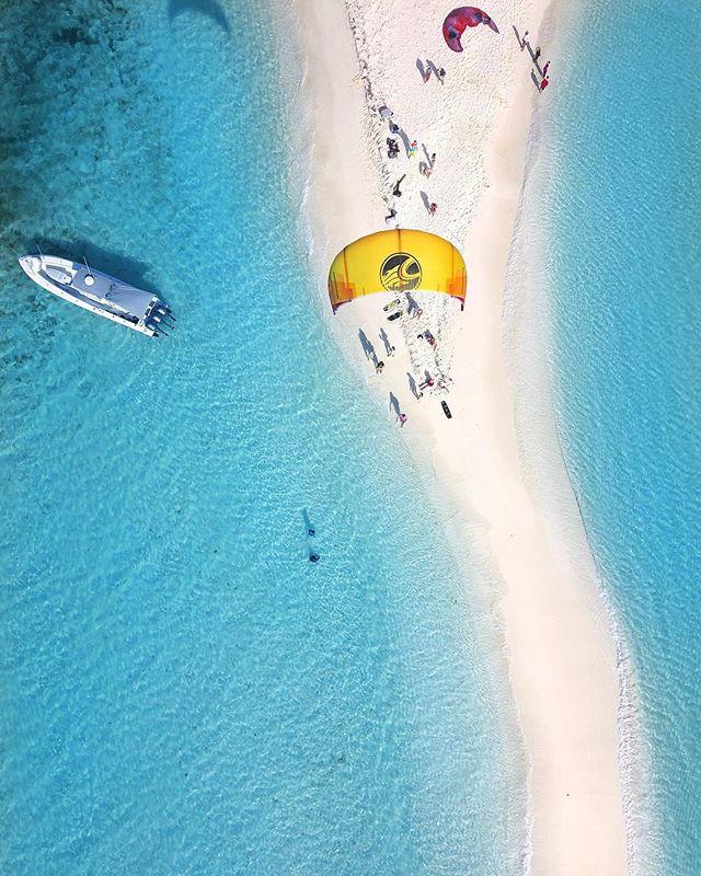 PARADISE 🏖💙 World Famous Cayo de Agua 😍 📸 @losroquesparadise #cabrinhakites #venezuela 💛💙❤️