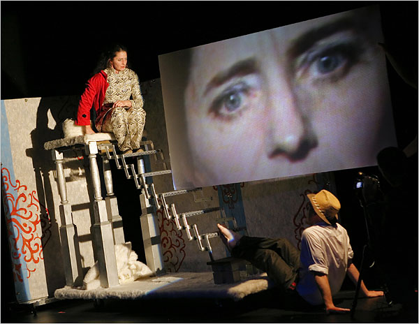 Screen to Stage: The Impossibility of Re-Performance in  Comme Toujours Here I Stand