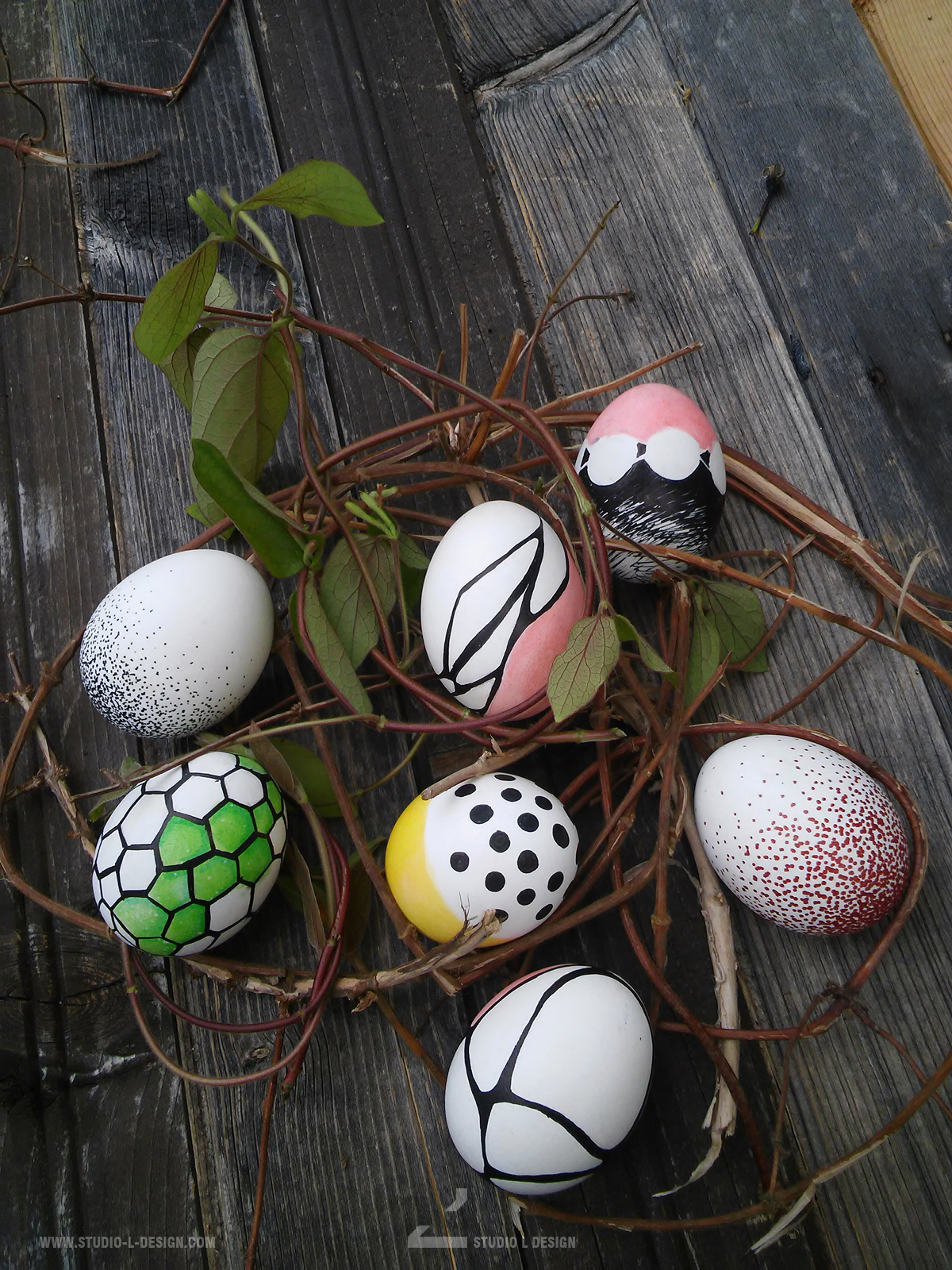 EASTER EGG DECORATION