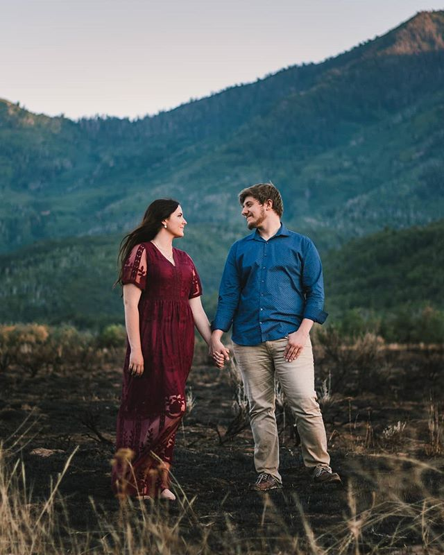I might just have to post every single shot from this engagement shoot. 😍  This is an Instagram crop, check my stories for the original shot because it's soooo much better!