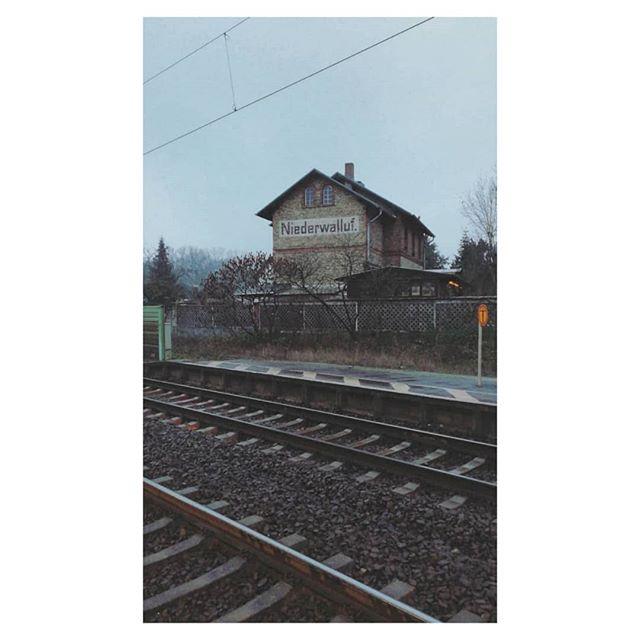 Winterrrrr . . . #winter #germanroamers #minus #cold #minimalism #grey #tgif #railway #trainstation #igdaily #wymtm #rheingau #germany #minimal #reduce #train #igersgermany #travel #commute #friyay