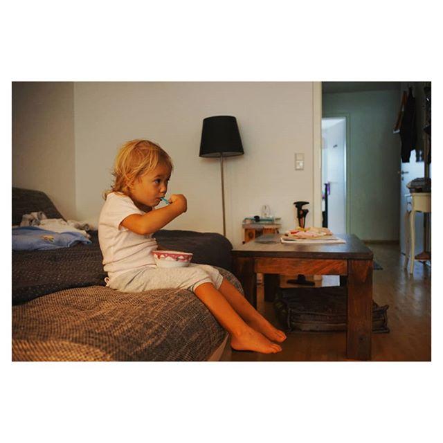Morning rituals. . . . #igdaily #GUMO #home #minimal #girl #cereals #instagood #igersgermany #lightbro #family #elinobär #interiordesign #september