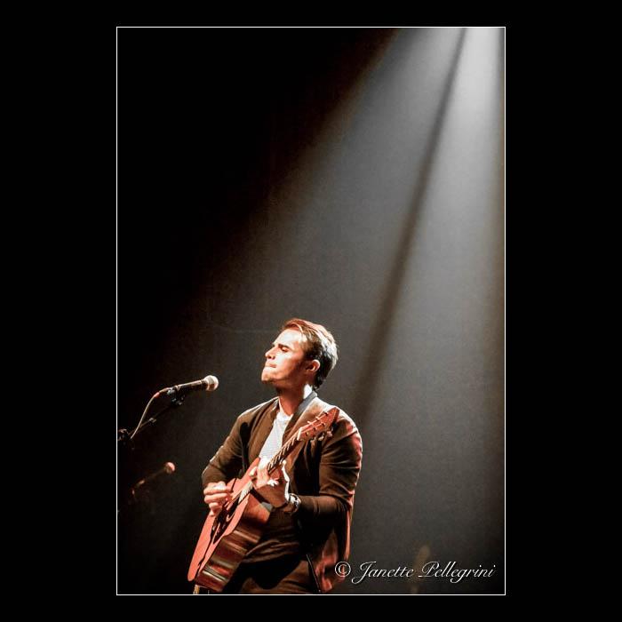 012 04-18-16 Kris Allen Gramercy 276 blog sq.jpg