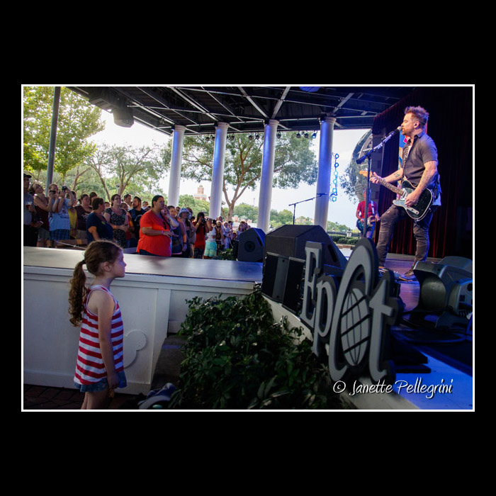 008 10-02-16 WDW David Cook Day 2 Raw 0095 blog.jpg