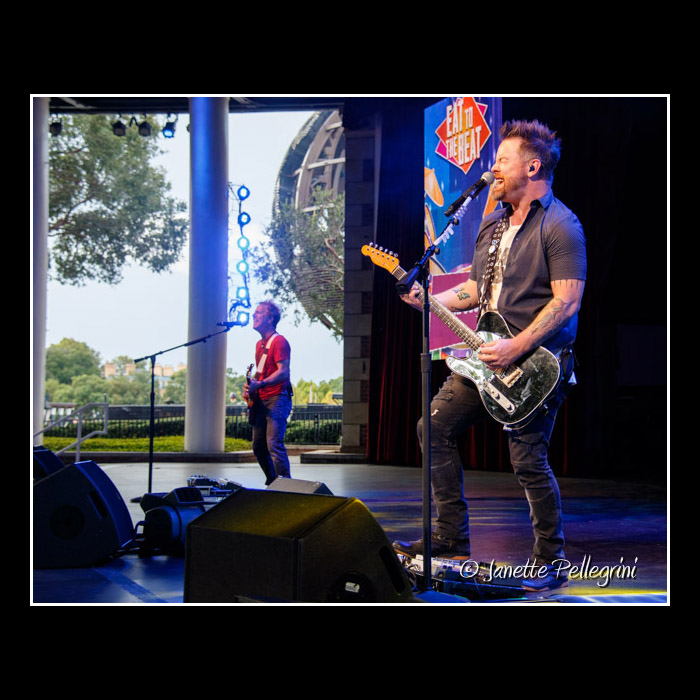 011 10-02-16 WDW David Cook Day 2 Raw 0115 blog.jpg