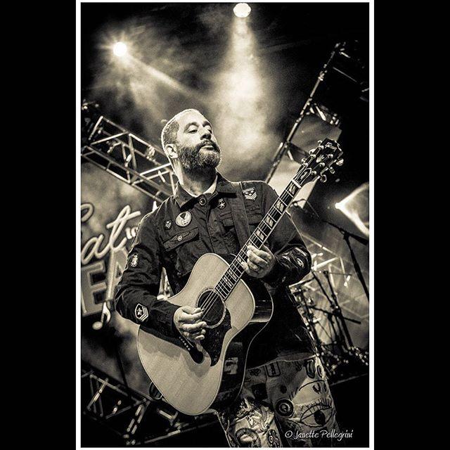 Rockin #rodneysheppard playing the last day at #eattothebeat #waltdisneyworld #sugarray @sugarray_official @waltdisneyworld #epcotfoodandwine #epcotfoodandwinefestival #concertphotography 📷: @janettepellegrini