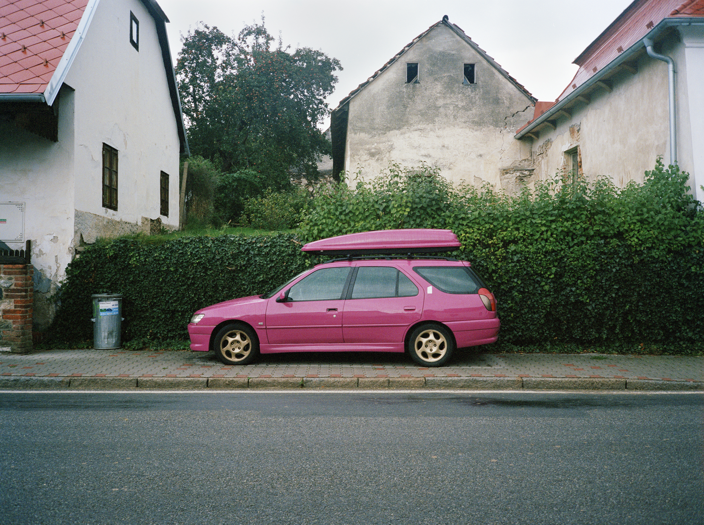Czech_Pink_Car.jpg
