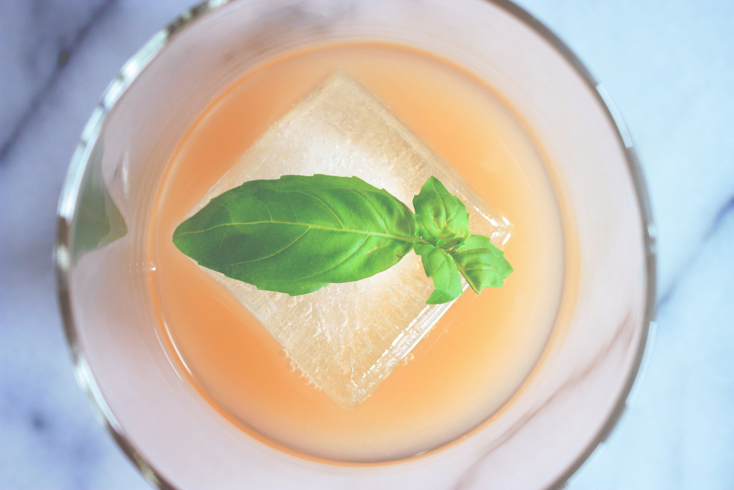 grapefruit-basil-gin-cocktail.jpg