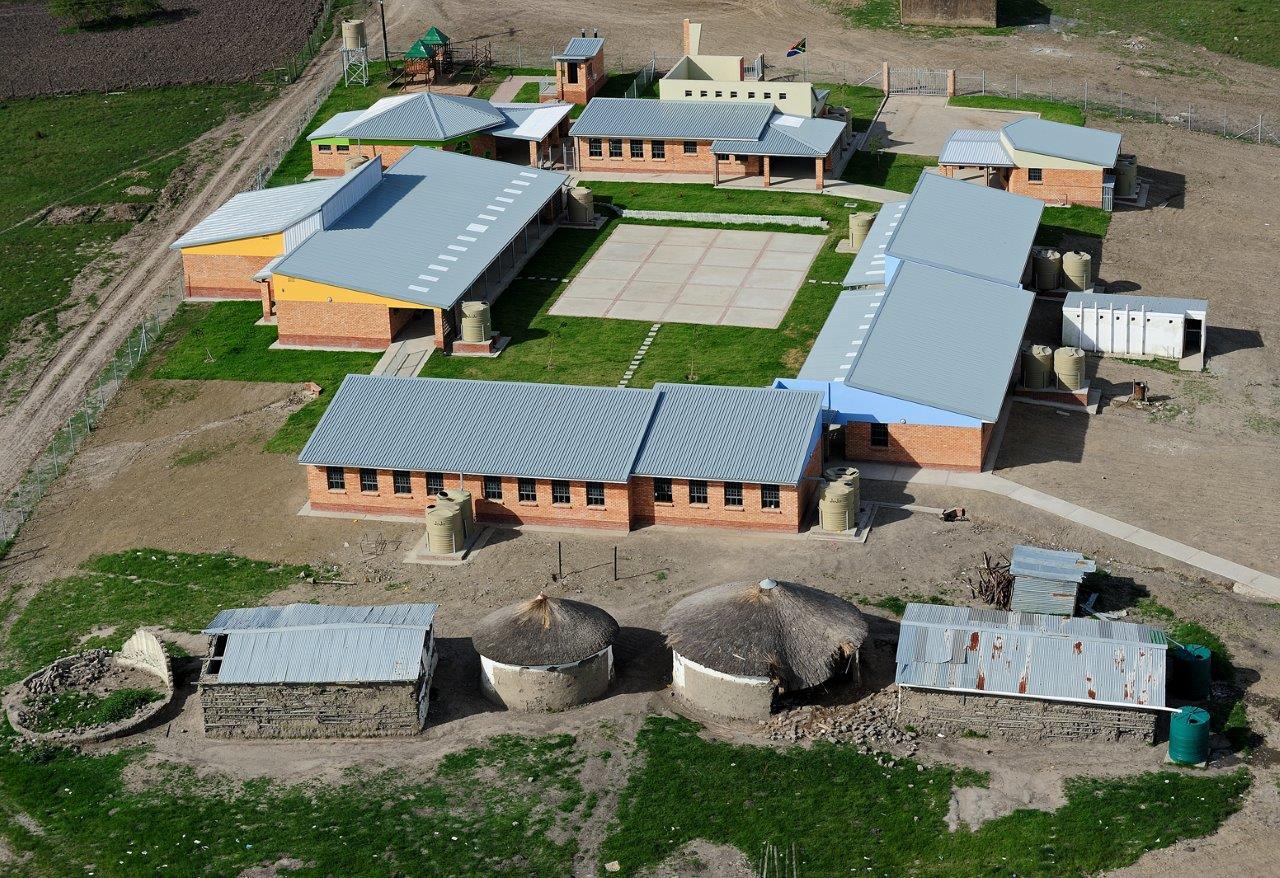 04Complete Mphathiswa School _Courtyard Typology.jpg