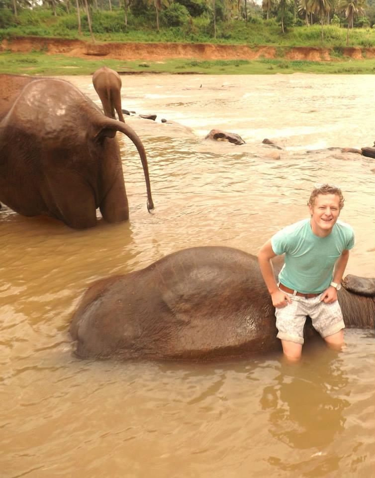 pinnawala-elephant-orphanage-sri-lanka-invite-to-paradise-honeymoon-couple-11.jpg
