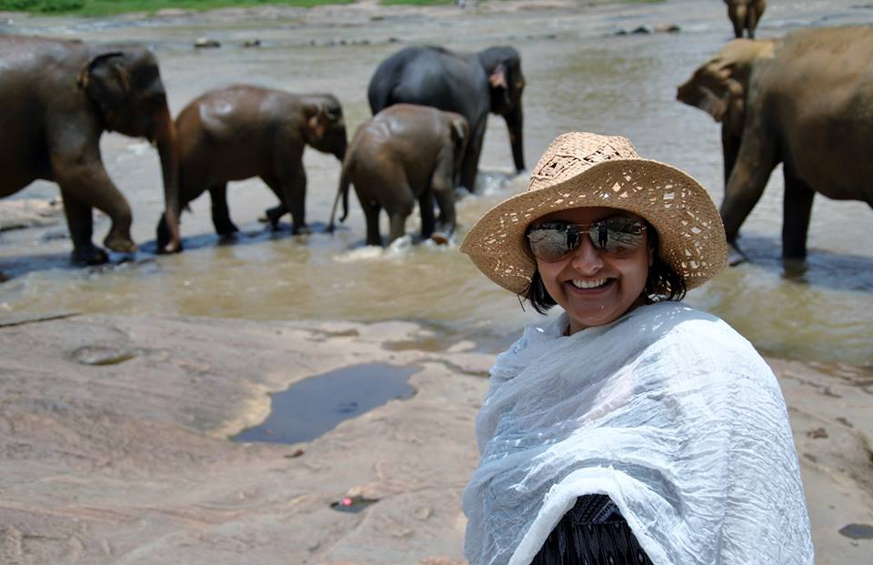 pinnawala-elephant-orphanage-sri-lanka-invite-to-paradise-honeymoon-couple-18.jpg