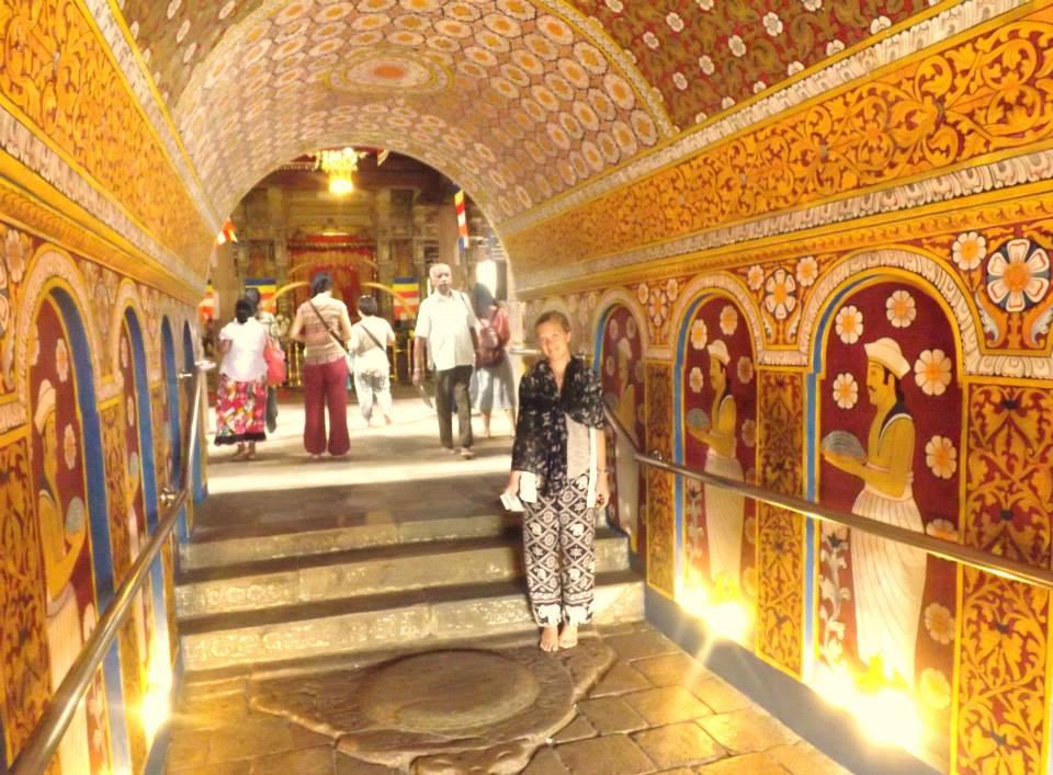 invite-to-paradise-customer-honeymoon-sri-lanka-temple.jpg