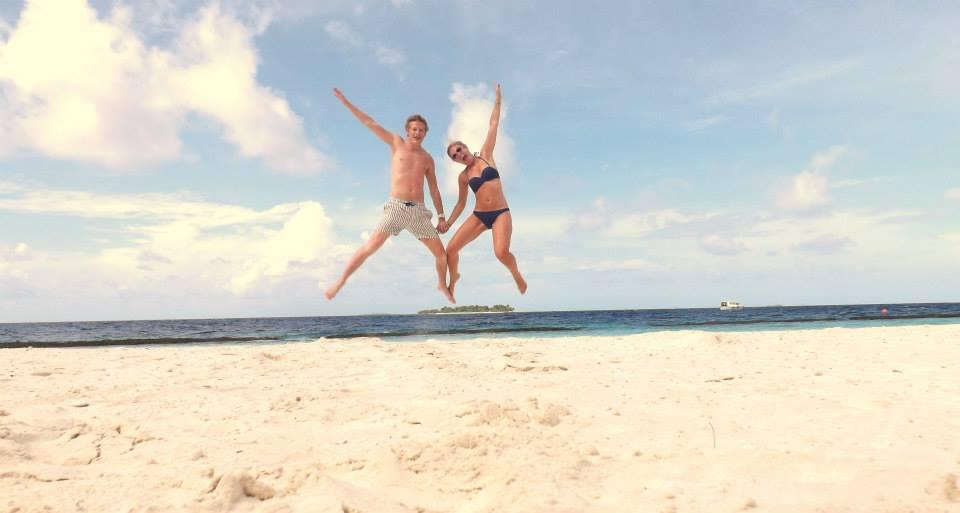 invite-to-paradise-customer-honeymoon-maldives-jumping.jpg