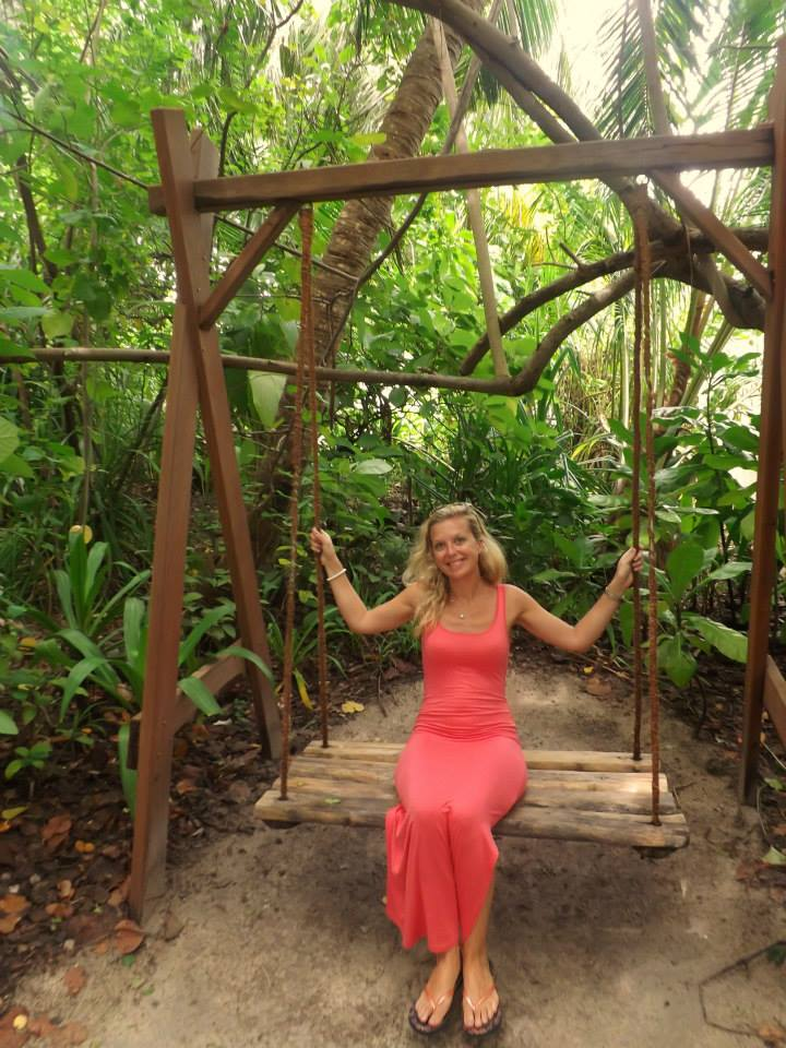 invite-to-paradise-customer-honeymoon-maldives-swing.jpg