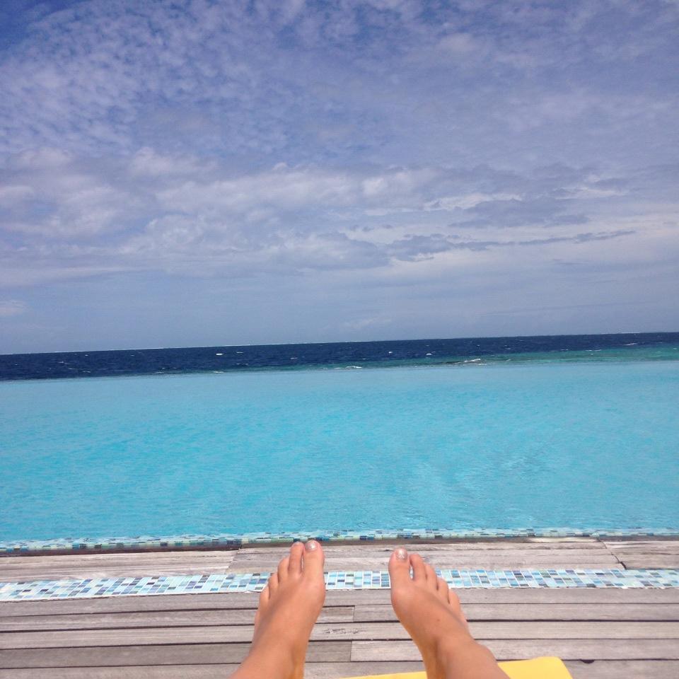 invite-to-paradise-customer-honeymoon-maldives-pool-view.jpg