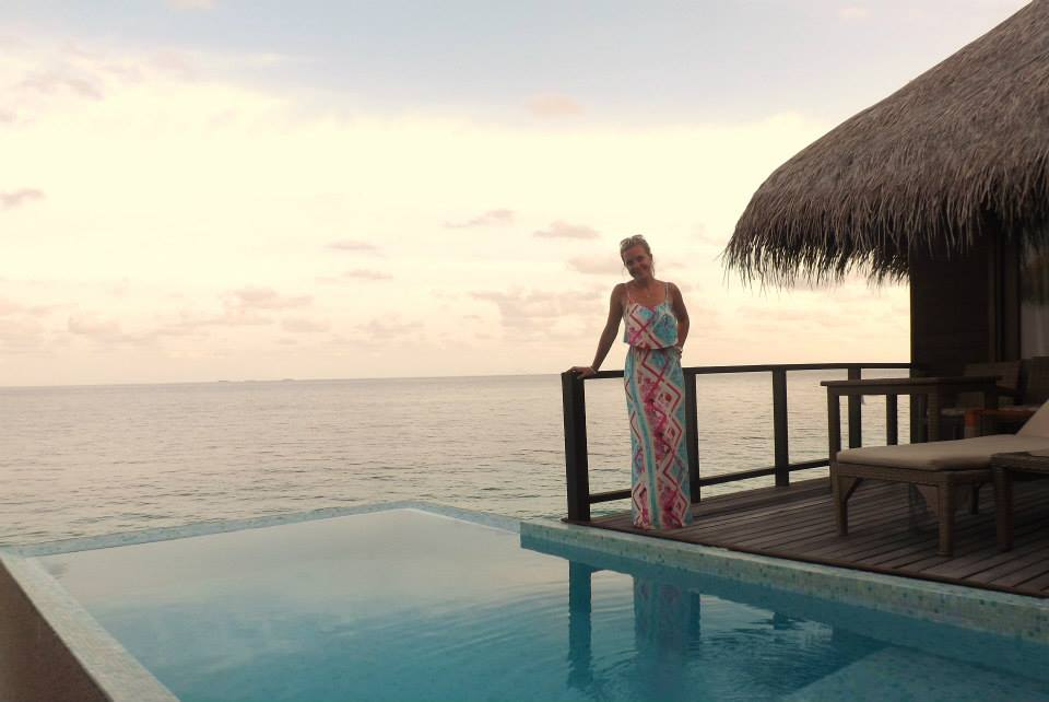 invite-to-paradise-customer-honeymoon-maldives-water-villa-infinity-pool.jpg
