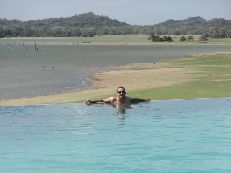 invite-to-paradise-customer-c-honeymoon-sri-lanka-maldives-pool-1.jpg