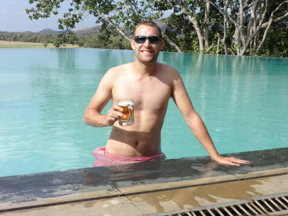 invite-to-paradise-customer-c-honeymoon-sri-lanka-maldives-pool-beer.jpg