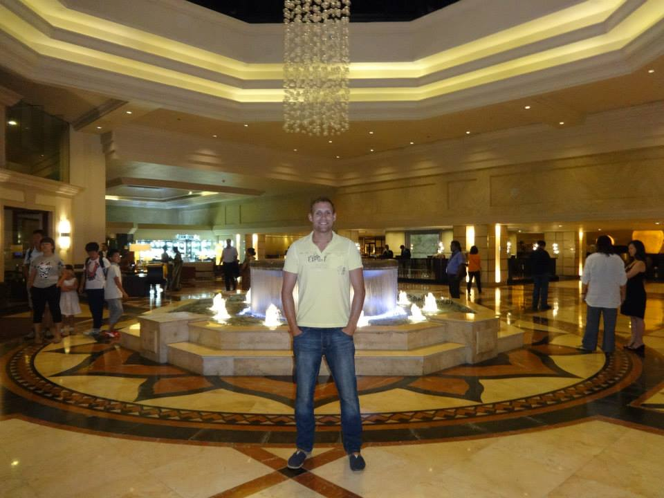 invite-to-paradise-customer-c-honeymoon-sri-lanka-maldives-hotel-lobby.jpg