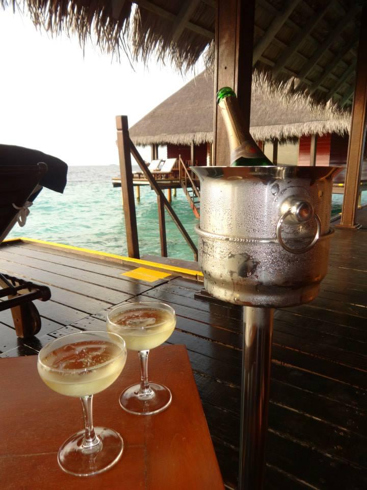 invite-to-paradise-customer-c-honeymoon-sri-lanka-maldives-toast-arrival-drinks.jpg