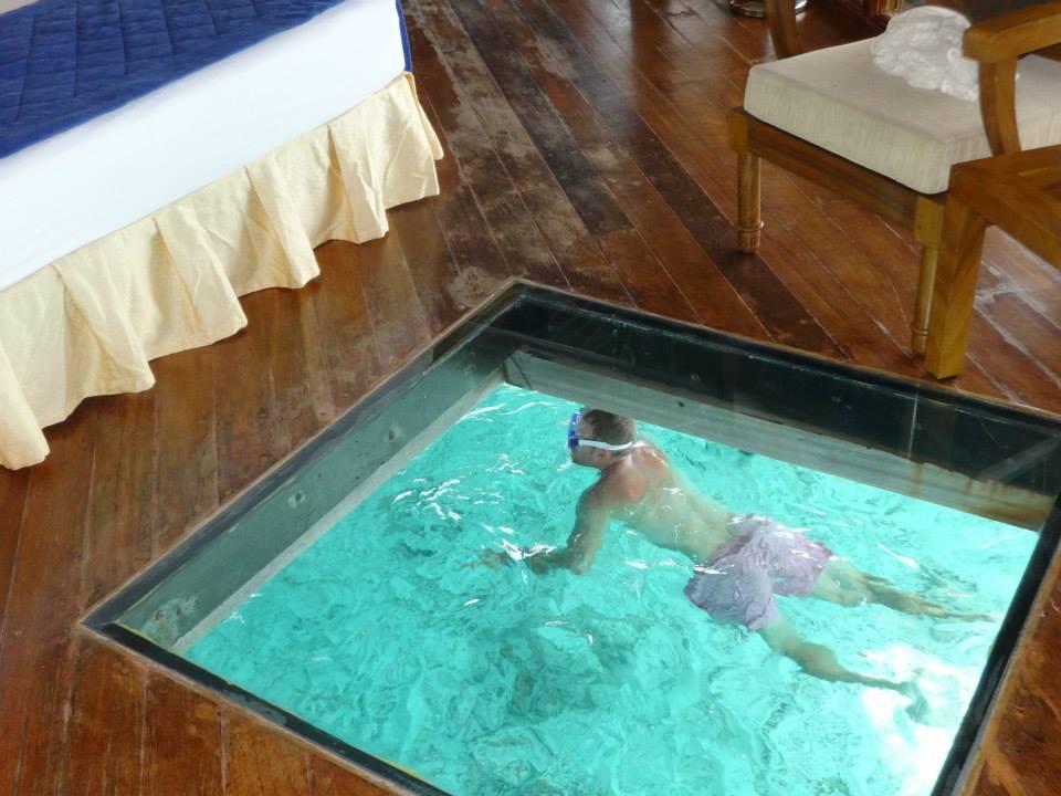 invite-to-paradise-customer-c-honeymoon-sri-lanka-maldives-room-glass.jpg